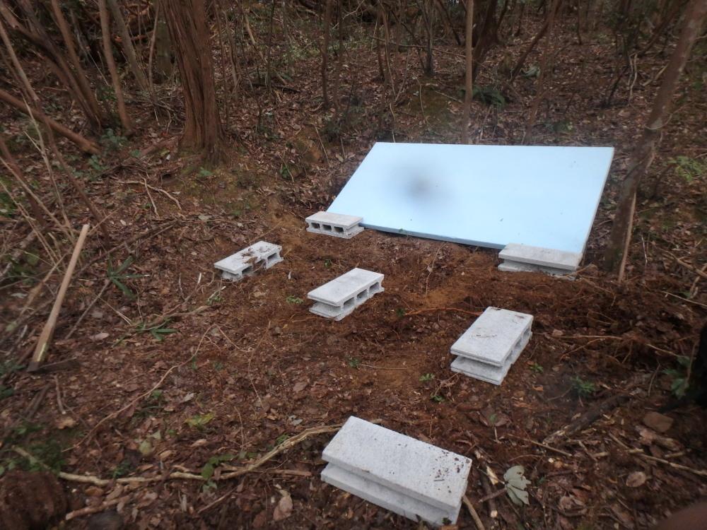 開拓の開始、テント生活のために灌木刈り・整地・土台作り