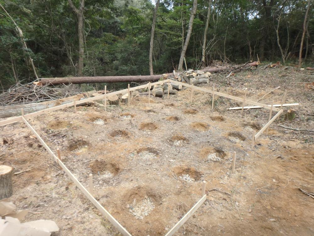 小屋 穴掘りと砕石自作