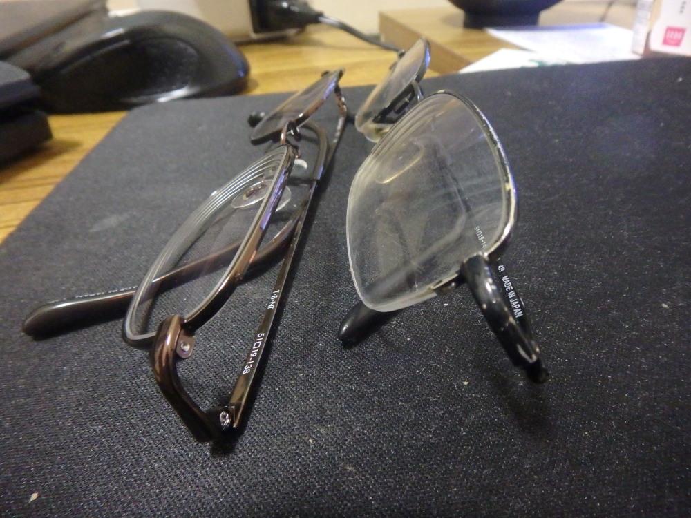 強度近視と傷に悩む人は、プラスチックよりガラスレンズメガネがおすすめ!